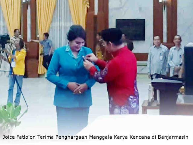 Joice Fatlolon Terima Penghargaan Manggala Karya Kencana di Banjarmasin
