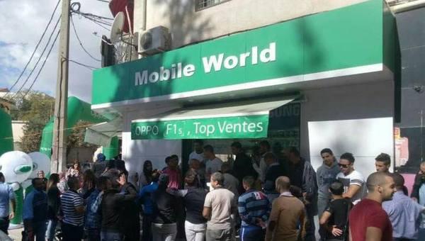 طوابير كبيرة لشراء هاتف OPPO F1s بالجزائر.. بعد طرحه في المتاجر