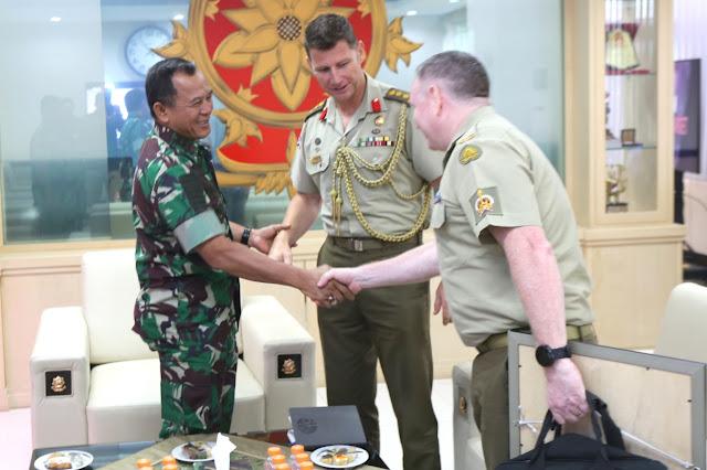 Pangkostrad Terima Kunjungan Kehormatan Atase Darat Kedubes Australia
