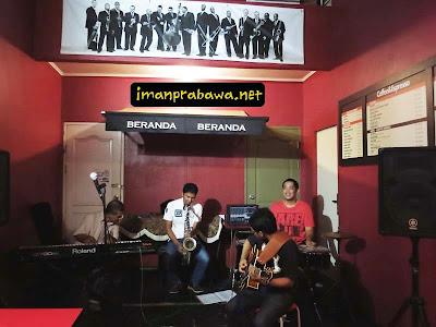 Jam Session Di Kafe Beranda Batam