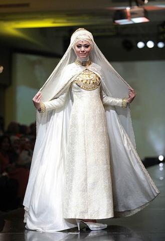 Gaun Pengantin Muslimah Putih Terbaru Dian Pelangi