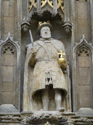 Henry VIII statue