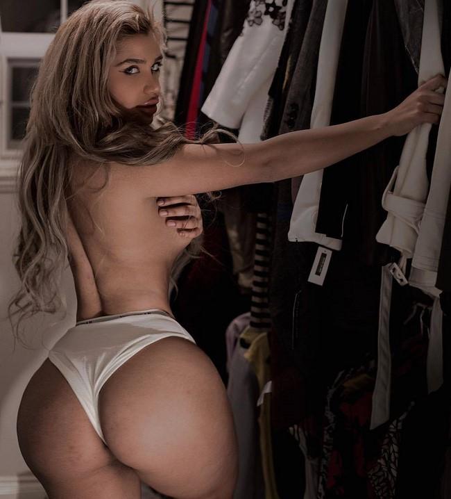A modelo do Oriente Médio Carmela Habibi