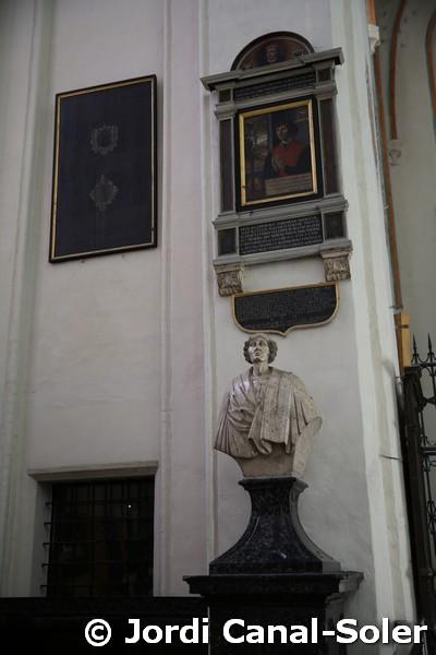 Busto de Copérnico en la catedral de Torun