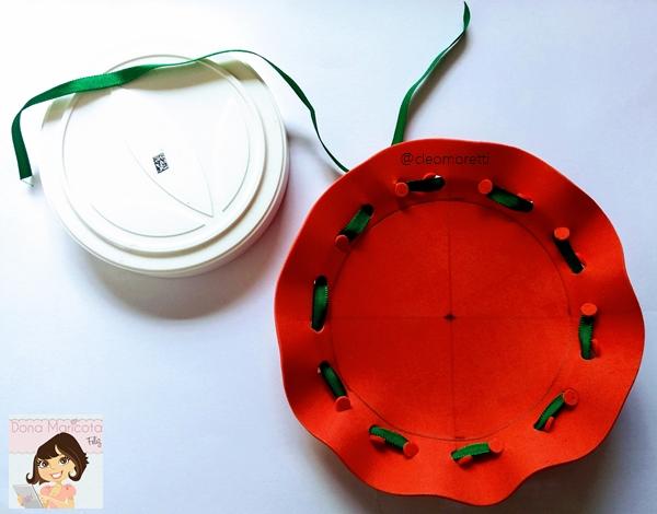 Pote de shake herbalife, shake herbalife, herbalife, reciclagem, pinheiro, natal, vermelho, verde, botoes, pinheiro de natal, pinheiro de EVA, pinheiro no pote de shake herbalife, reciclando pote de shake herbalife