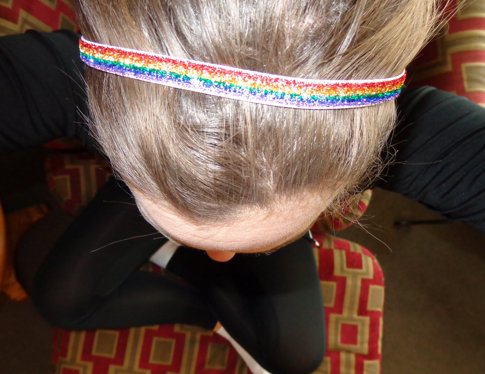 I tried the wide blue headband and the thin rainbow headband. Both were  cute - and FULL OF SPARKLE. I just know that Little Diva is going to want  to try ... 54e4abf43dd