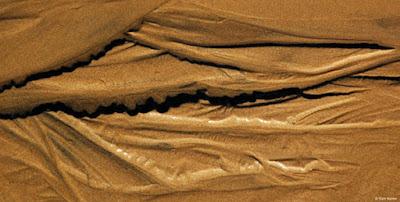 [Giải đáp] -  Mơ thấy suối cạn nước toàn cát trắng đi qua bị sụt lún