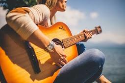 Cara Memilih Gitar Akustik dengan Budget Minim