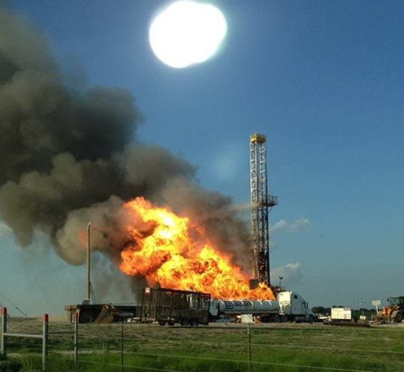Sciency Thoughts: Drilling rig burning in southern Texas