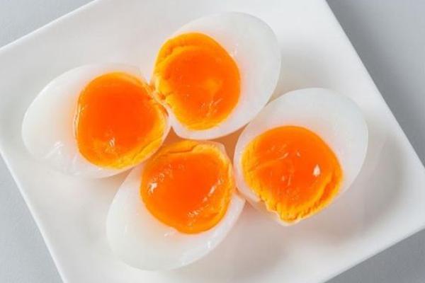 Kandungan Gizi dan Manfaat Telur Setengah Matang Serta Bahayanya ...