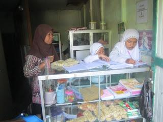 Koperasi Pelajar Sebagai Sarana Pendidikan Anak MI Al Raudlah