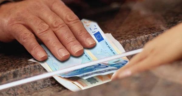 Κρήτη: Εργοδότης πήγε στο σπίτι εργαζόμενης για να πάρει πίσω το «δώρο»