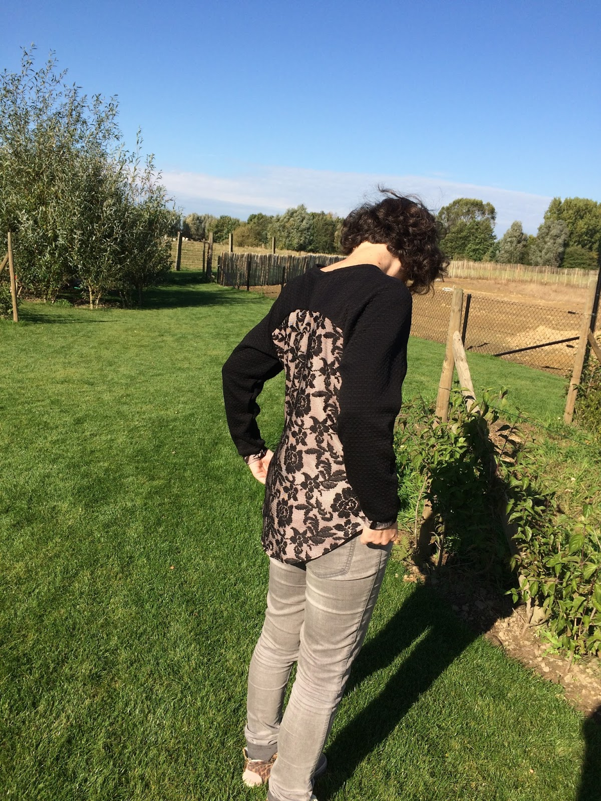 408706af9cefaa Door de speciale rug heeft het een streepje voor bij andere  sweaterpatronen