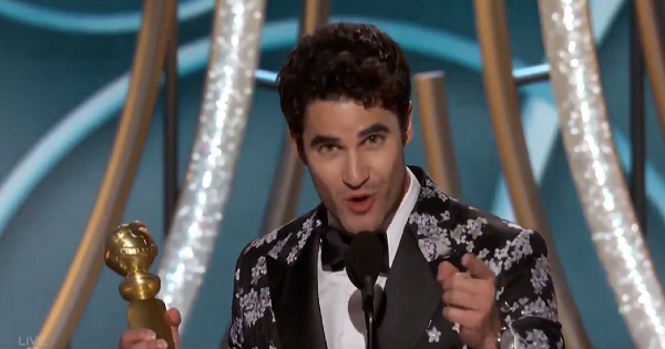 Darren Criss dedicates Golden Globe award to Pinay mom