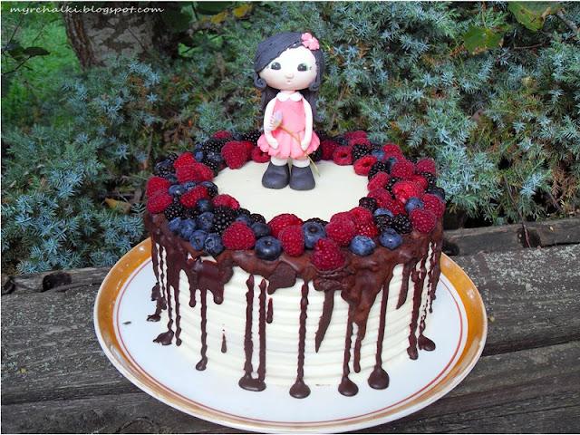 торт детский с глазурью и ягодами