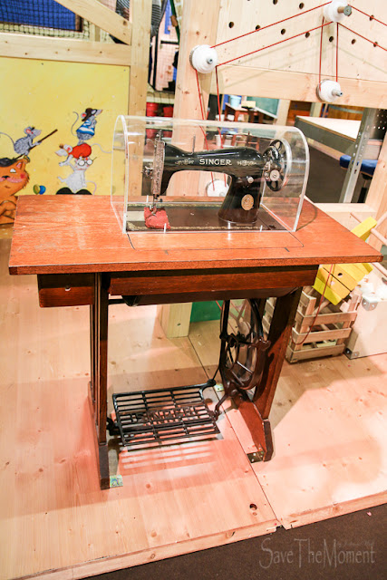 Mitmach-Ausstellung Total Genial Nähmaschine