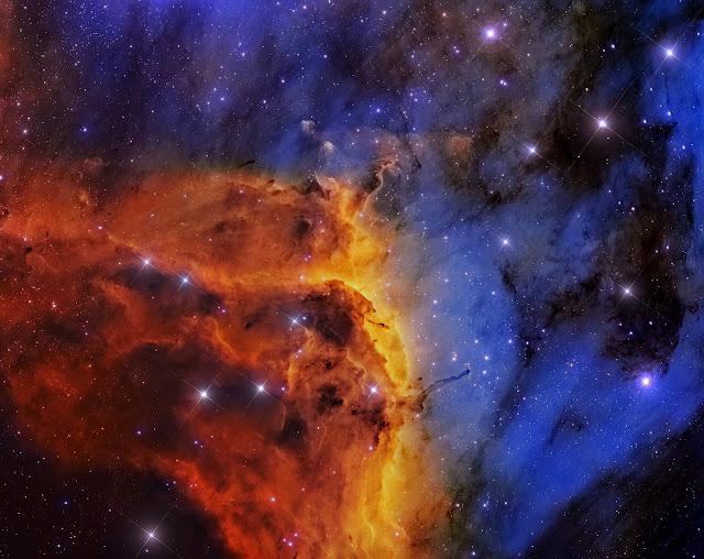 IC 5067 trong Tinh vân Pelican. Bản quyền hình : Dữ liệu bởi Subaru Telescope (NAOJ), R. Colombari, Thực hiện bởi Roberto Colombari.
