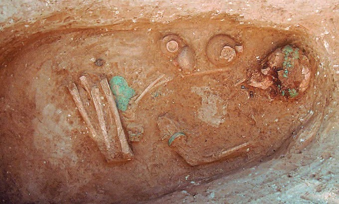 Ύστερη Εποχή του Χαλκού- Τάφος νεαρής κοπέλας που φορά περίτεχνο διάδημα  βρέθηκε στη Βόρεια Ελλάδα