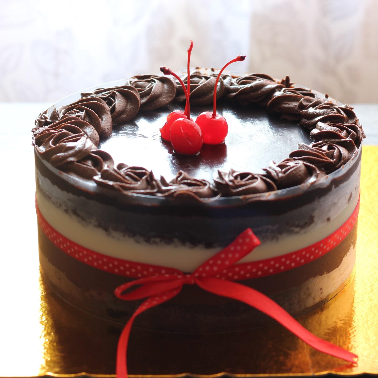 Kita Liat Lapisannya Ya Lapisan Pertama Ada Cake Lat Yang Lembut Banget Berikutnya Dark Chocolate Mousse Selanjutnya White