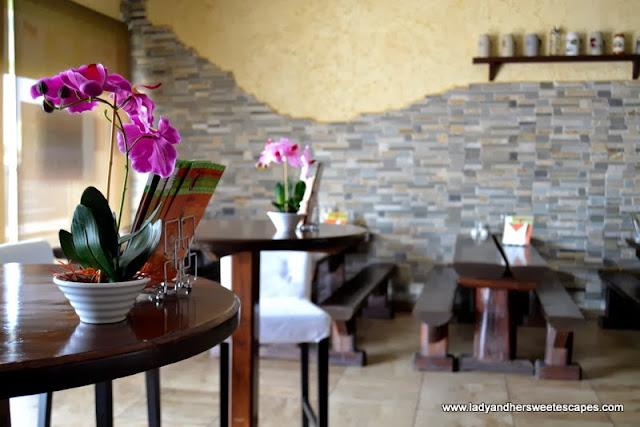 Bacolod Chk-n-BBQ House Dubai Interior