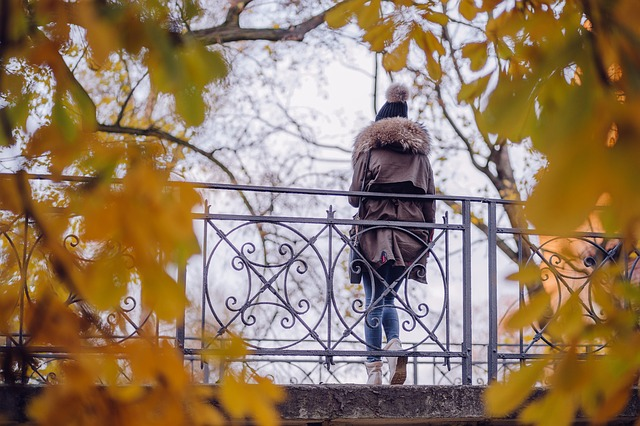 ảnh mùa thu lá vàng và cô gái