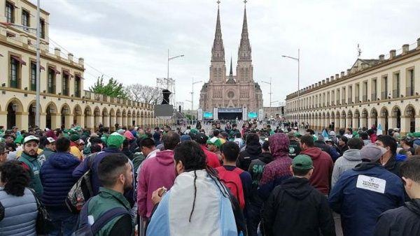 Gremios argentinos realizan misa por los trabajadores y jubilados