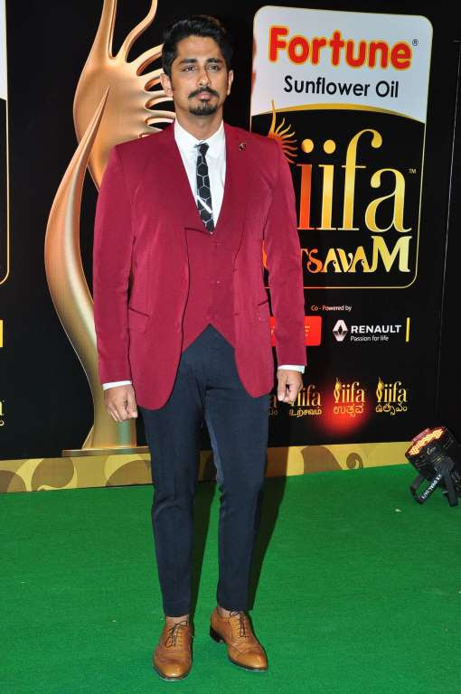 Siddharth posted on Twitter Thank you studio for dressing me for IIFAUtsavam last evening Sandeep Ekta Anusha you guys are amazing