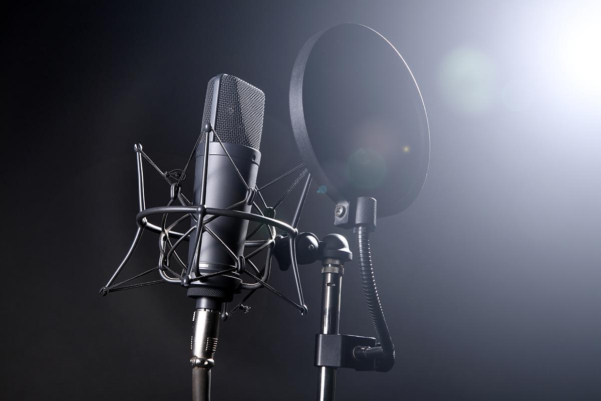 ما الذي أحتاجه للتعليق الصوتي voice over,voice over,معلق صوتي,التعليق الصوتي