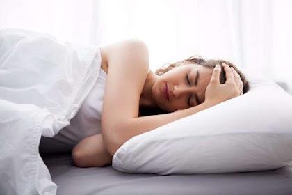Tips Tidur Nyenyak Berbaring ke Samping