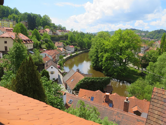 Český Krumlov: Staying in a 500 year old house and a Castle illiusion || Travel Diary