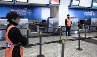 Desde este lunes, la Dirección Nacional de Migraciones implementa en todos los aeropuertos del país un nuevo sistema de seguridad informática que realiza un cotejo online con la base de datos de Interpol para conocer si el pasajero tiene un pedido de captura internacional.