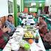 Didampingi Kepala LLDIKTI IX dan Dua Rektor, Menristekdikti Makan Coto Makassar