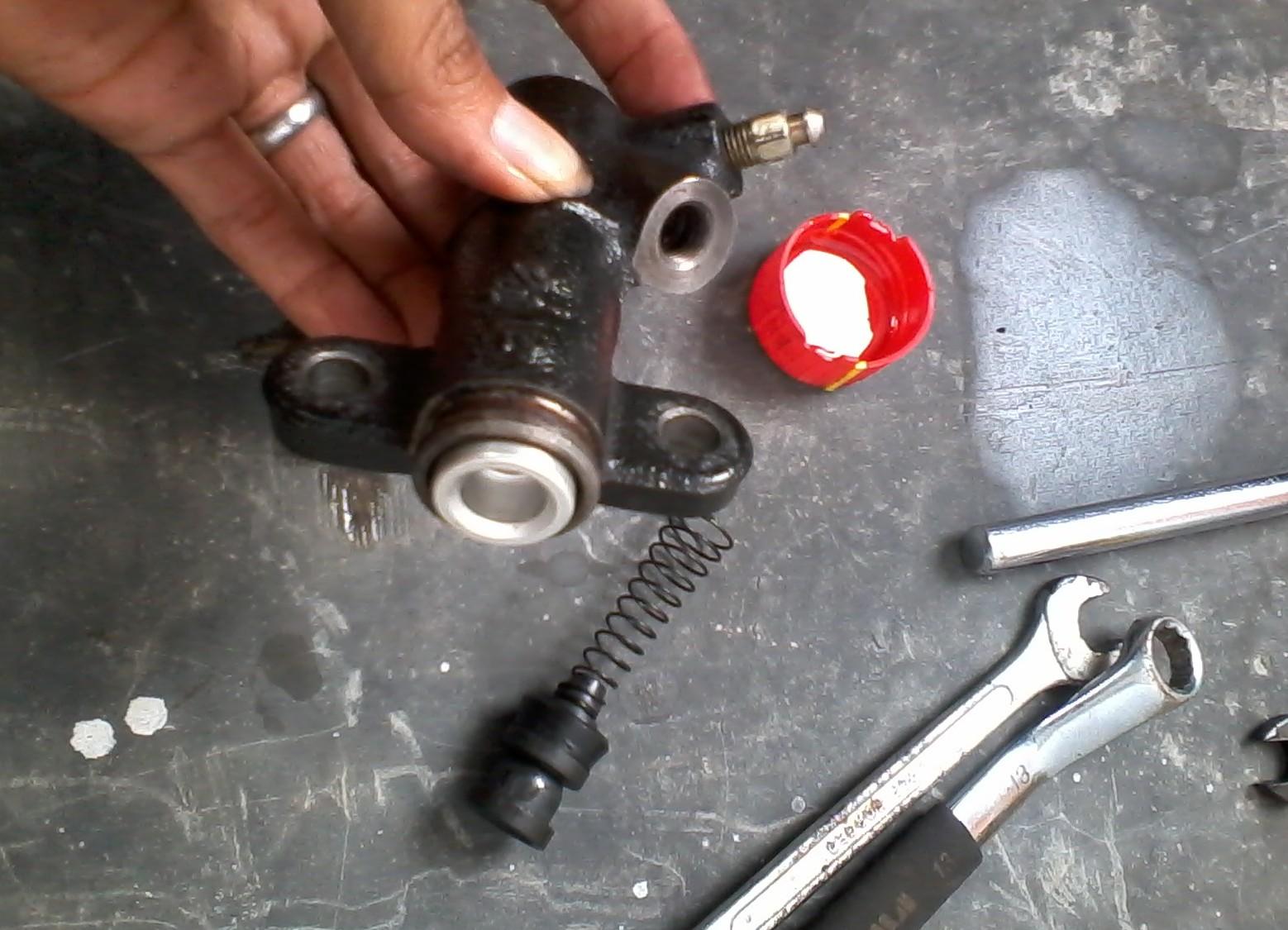 Image result for minyak kopling mobil