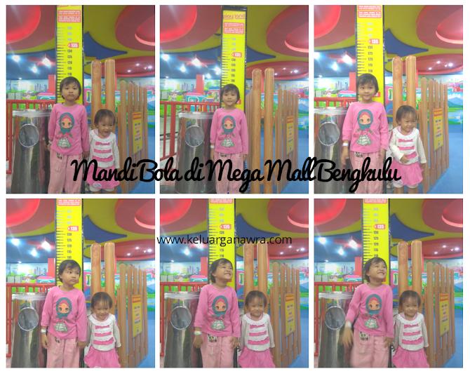 Mandi Bola di Mega Mall Bengkulu