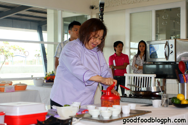 Chef+Gigi+Using+Quick+Chef - Kitchen Discovery Class by Tupperware and CCA - Part 2