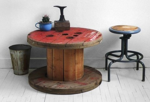This spool style table is a super simple DIY with weathered wood for a great farmhouse look