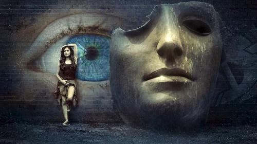 Máscara incompleta, olhos ao fundo; mulher, místico, surreal... #PraCegoVer