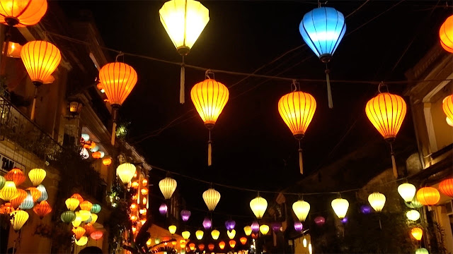 hoi an night vietnam