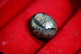 Batu Langka Sigori Lafau Tabur Butiran Emas