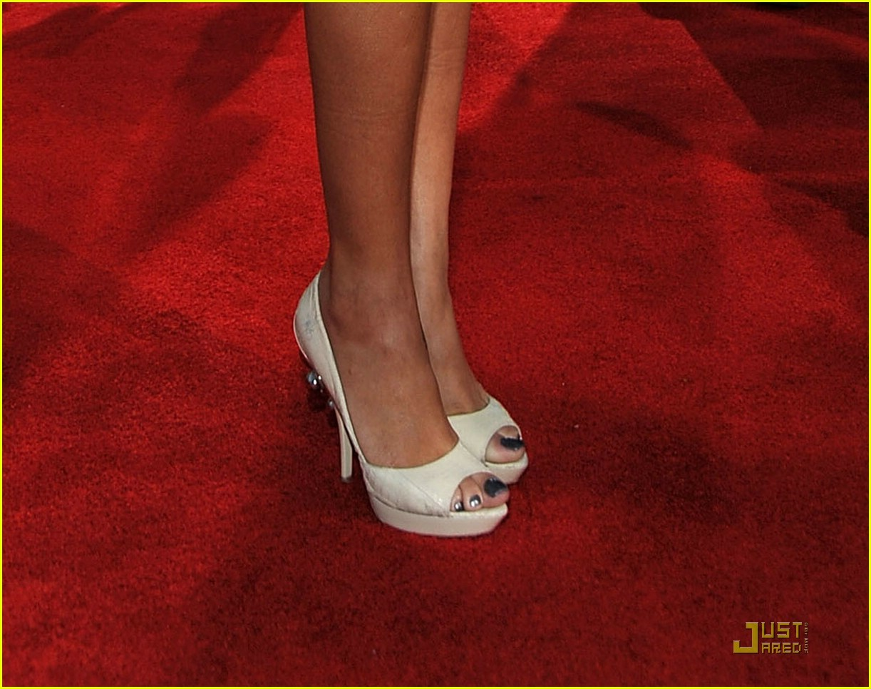 Rihanna Toes: HorribleBosses: Rihanna Amazon