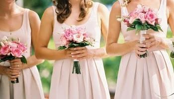 Αναρωτηθήκατε ποτέ γιατί οι παράνυμφες φορούν ίδιο χρώμα φόρεμα στους γάμους;