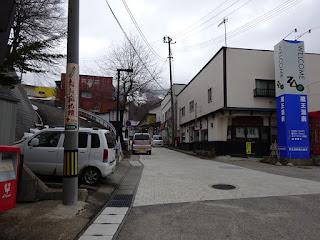 蔵王温泉のバス停前から温泉街