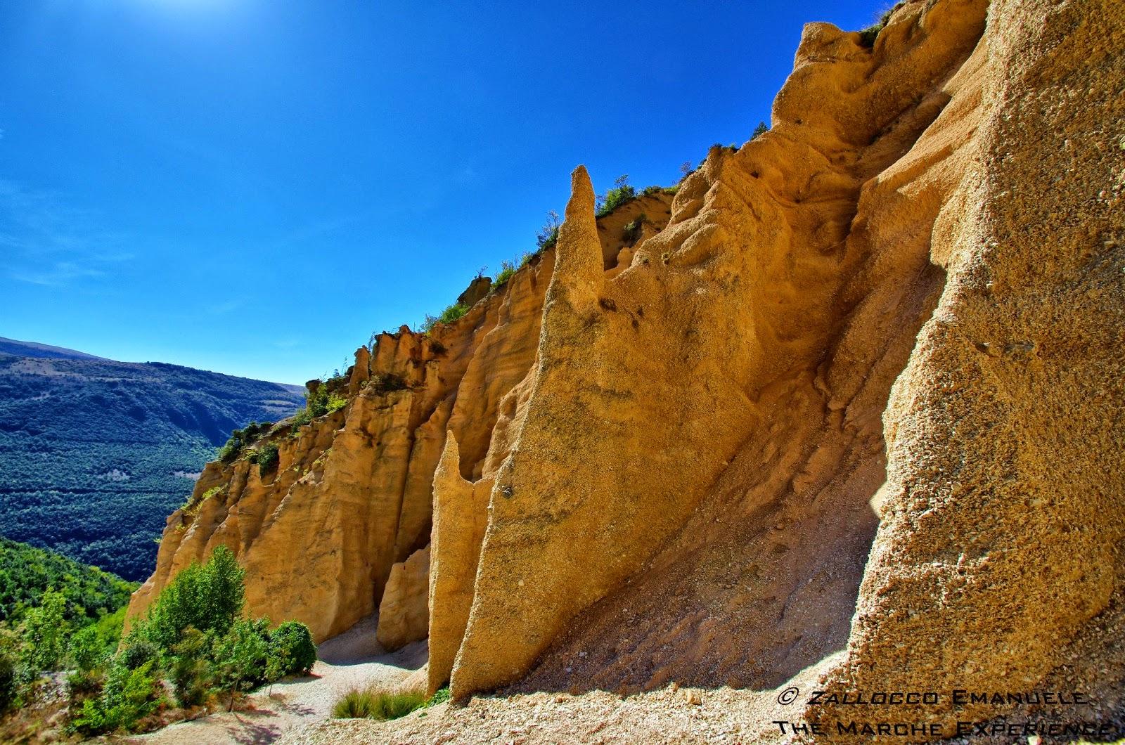 http://www.themarcheexperience.com/2014/09/il-gran-canyon-delle-marche-le-lame.html