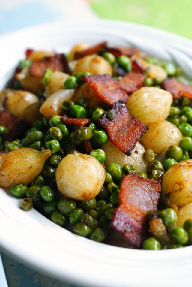 Pearl Onions, Peas and Bacon | thetwobiteclub.com