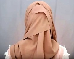 Cara Memakai Hijab Tutup Dada dan Punggung yang Baik