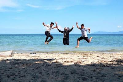 http://mandiriransel.blogspot.co.id/2015/11/toronipa-pantai-indah-dari-sulawesi.html