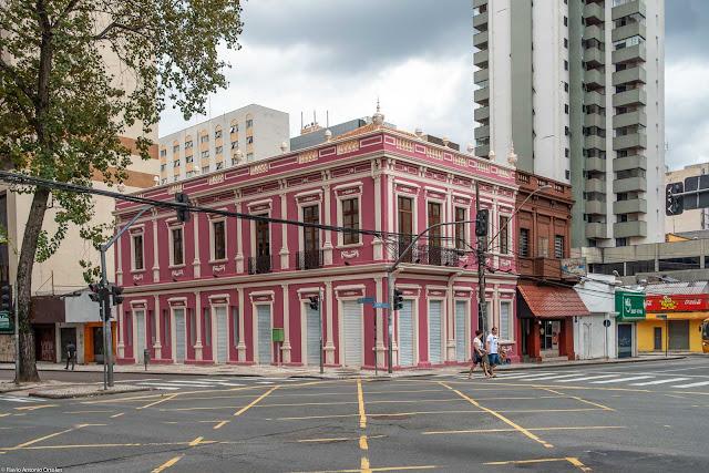 Unidade de Interesse de Preservação na Rua Emiliano Perneta, 350