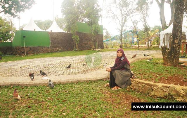 Bermain dengan Merpati di Santasea Waterpark Sukabumi