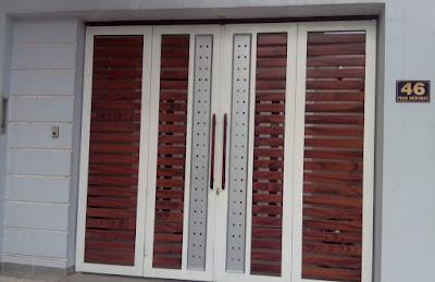Mẫu cửa sắt giả gỗ 4 cánh