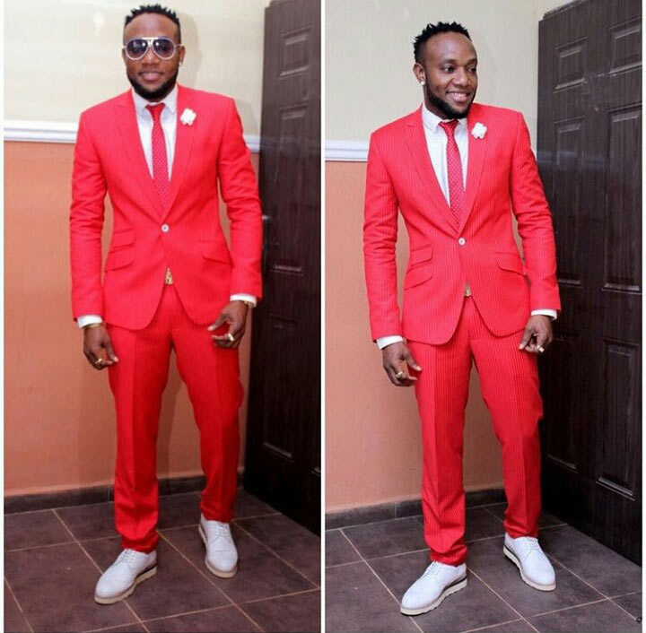Kcee finally takes a break in Photoshop, performs at Jos wedding